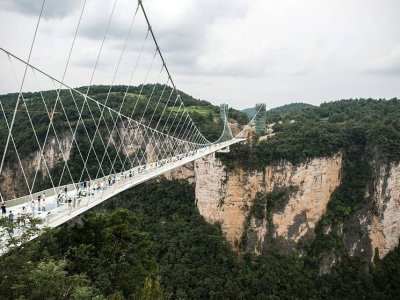 8D6N(GDCCW)China Zhangjiajie / Wuhan / Changde / Phoenix Ancient City / Grand Canyon (Include Mountain Glass)